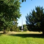 Bild: Degenershausen - Der Obelisk im Landschaftspark.