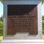 Bild: Degenershausen - Tafel auf dem Sockel des Obelisken im Landschaftspark.