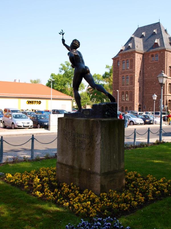 Bild: Eisleben - Das Denkmal DER MARATHONLÄUFER.