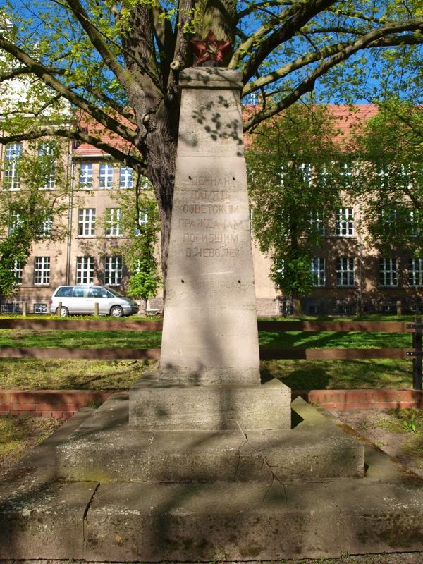 Bild: Eisleben - Der sowjetische Soldatenfriedhof am Carl-Eitz-Weg.