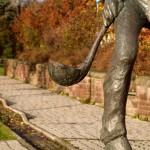 Bild: Eisleben - Das Denkmal eines Hüttenarbeiters im Neubaugebiet an der Magdeburger Straße.