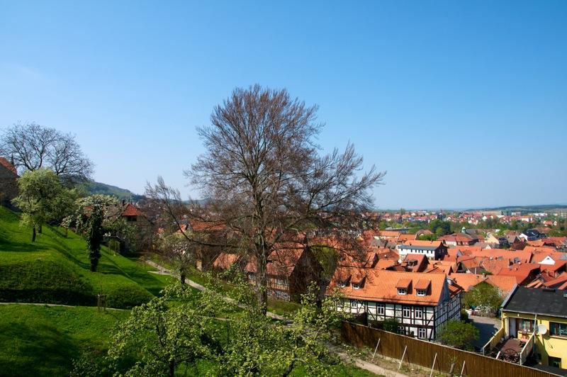 Blick von barocken Garten auf Blankenburg im Harz.