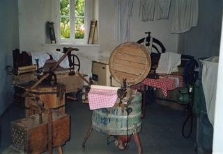 Bild: Gewaschen wurde seltener als als heute - meist an festgelegten Waschtagen.