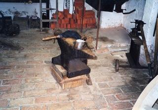 Bild: Der Schmied etwa hatte eine besondere Bedeutung, er beschlug die Pferde ...