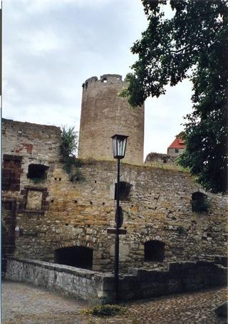 Bild: Der Bergfried Dicker Heinrich der Burg zu Querfurt.
