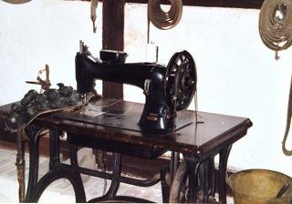 Bild: Der Sattler nähte unter anderem das Zaumzeug für die Pferde der Bauern, ...