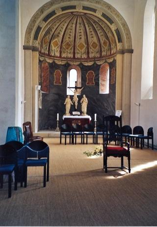 Bild: Im Innenraum der Kapelle der Burg zu Querfurt. Blick auf die Apsis mit dem Altar.