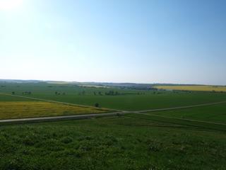 Bild: Blick vom Huthügel bei Rossbach in Richtung Westen. Hier stand ein Teil der Reichsarmee. Bild © 2011 by Bert Ecke.