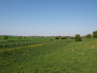 Bild: Blick vom Huthügel bei Rossbach auf den Ort Rossbach. Bild © 2011 by Bert Ecke.