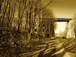 Bild: Die Millionenbrücke zwischen Wimmelburg und Eisleben. Aufnahme © 2010 by Birk Karsten Ecke.