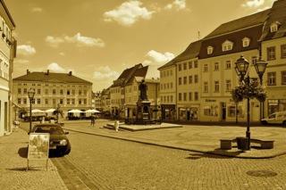 Bild: Der Markt von Eisleben. Hier sollte Kaiser Wilhelm II. die Front der Berg- und Hüttenleute abnehmen. Aufnahme © 2011 by Bert Ecke.