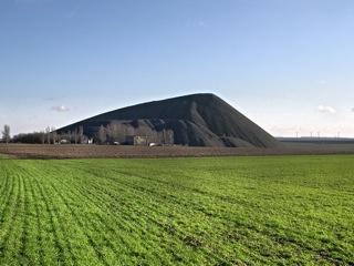 Bild: Der Otto-Brosowski-Schacht bei Augsdorf im Landkreis Mansfeld-Südharz. Aufnahme aus dem Jahre 2006.