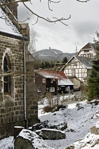 Bild: Schierke mit dem Wurmberg - dem zweithöchsten Berg des Harzes. Aufnahme vom April 2012.