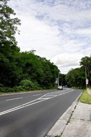 Bild: Die Kreuzung Nordstraße / Brandbergweg (K2127) zur Dölauer Str. in Halle an der Saale. Blick in Richtung Norden. Aus dieser Richtung kam das Fahrzeug MMFL. Bild: © 2012 by Bert Ecke.