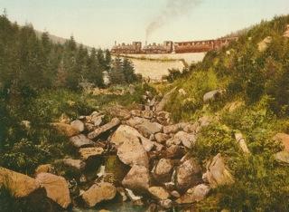 Bild: Die Brockenbahn in einer historischen Abbildung. Dieses Bild ist gemeinfrei, weil seine urheberrechtliche Schutzfrist abgelaufen ist.
