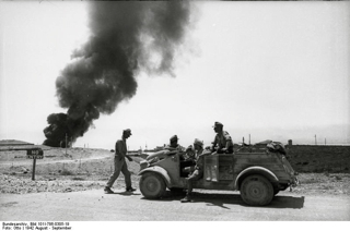 Bild: Deutsche Landser vor Tobruk in Nordafrika. Bild: Under the licence of Commons:Bundesarchiv. Bundesarchiv, Bundesarchiv, Bild 101I-786-0305-19 / Otto / CC-BY-SA.