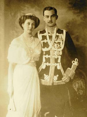 Bild: Prinzessin Viktoria Luise von Preußen und Prinz Ernst August III. von Hannover. Dieses Bild ist gemeinfrei, weil seine urheberrechtliche Schutzfrist abgelaufen ist.