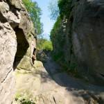 Bild: Aufgang zur Höhlenwohnung an der Dorfstraße in Langenstein.